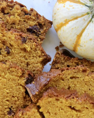 pumpkin bread cooked with raisins