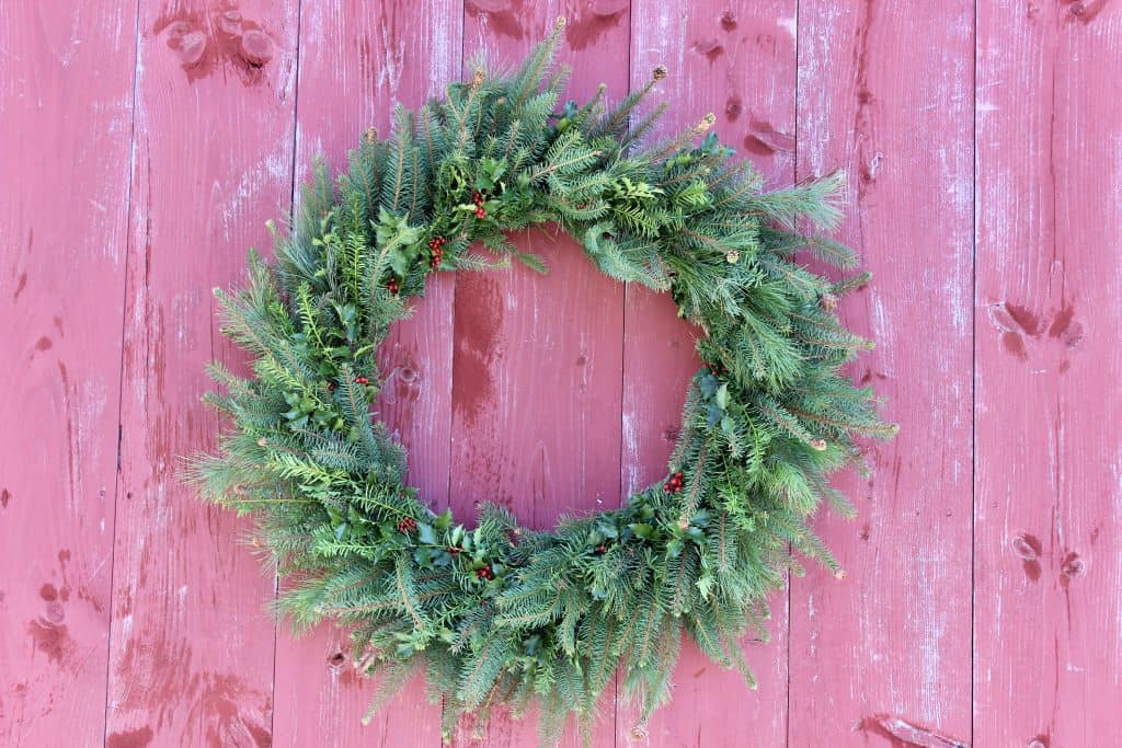 how to make a beautiful wreath with natural elements