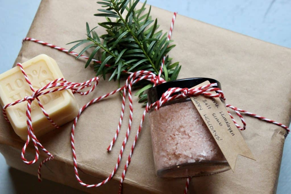 sustainable, minimal, eco-friendly wrapping ideas