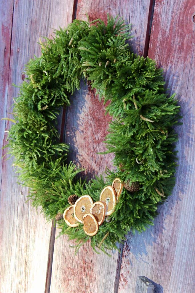 how to make a natural evergreen wreath easy