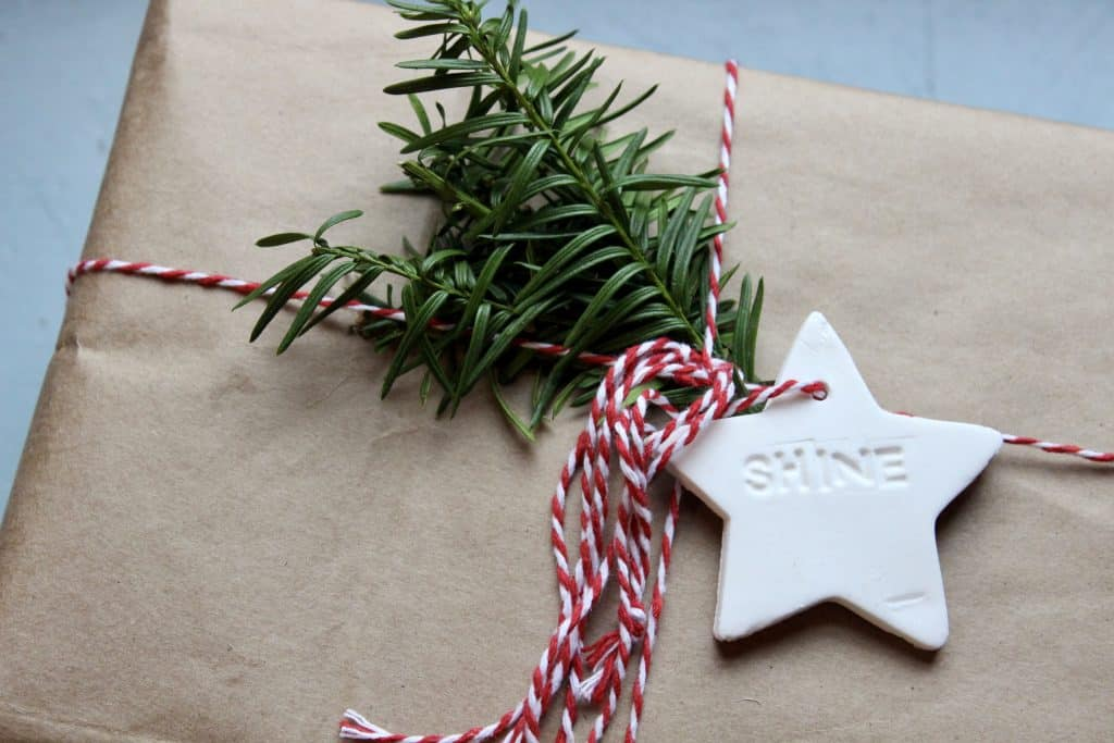 making homemade diffuser ornaments out of cornstarch and baking soda
