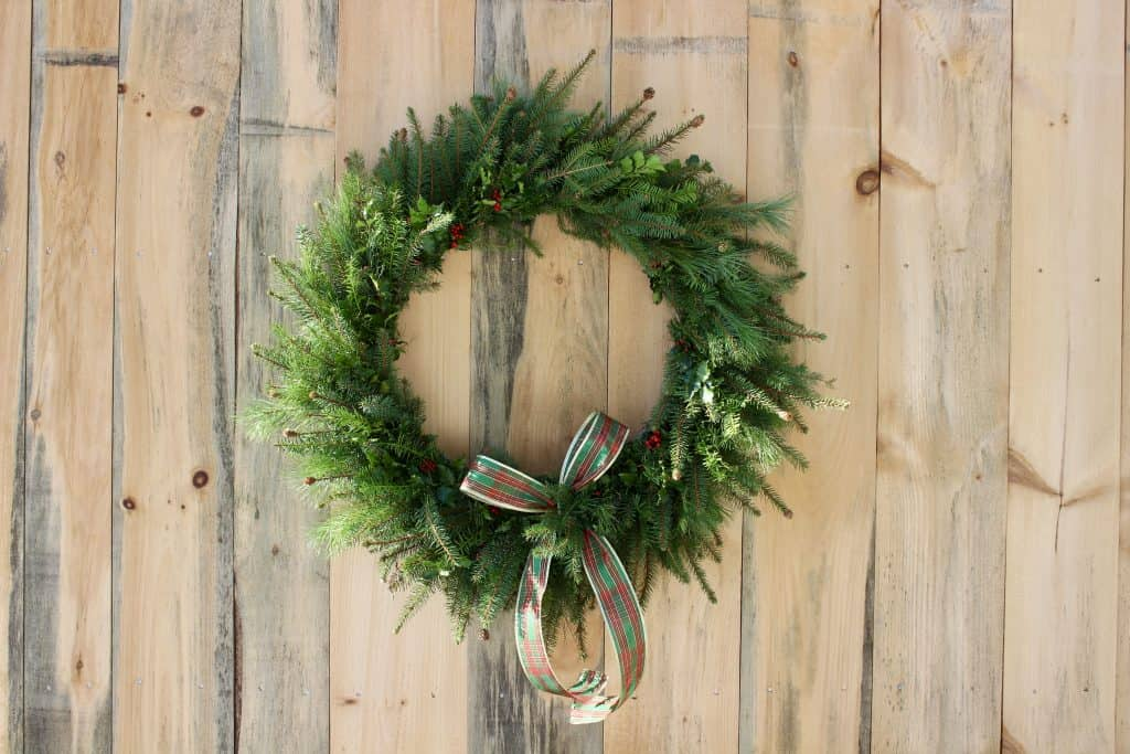 how to make a natural evergreen wreath from scratch