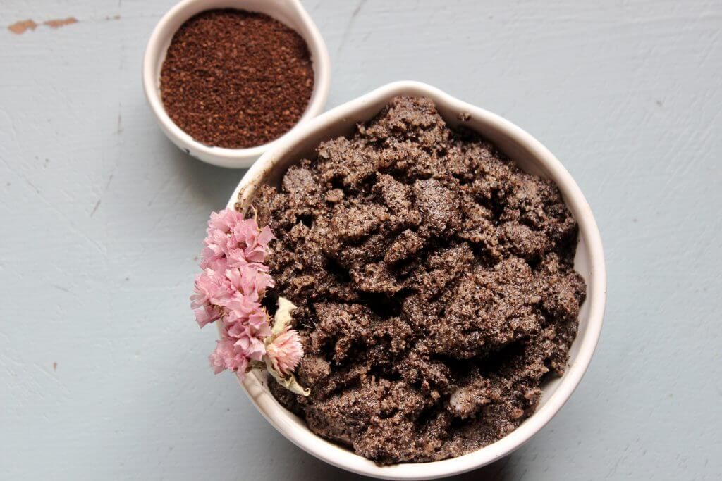 coffee grounds and scrub in bowls